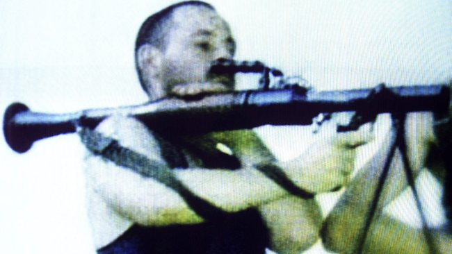 967105-david-hicks-holds-an-rpg-7-rocket-propelled-grenade-launcher-in-kosovo-in-1999